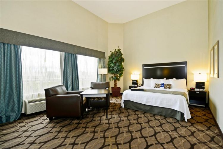 Best Western Plus Travel Hotel Toronto Airport, ON M9C5K5 near Toronto Pearson International Airport View Point 9