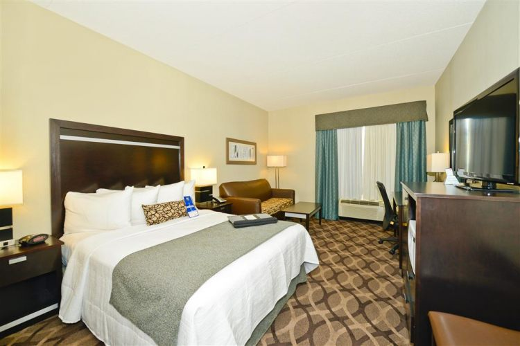 Best Western Plus Travel Hotel Toronto Airport, ON M9C5K5 near Toronto Pearson International Airport View Point 4