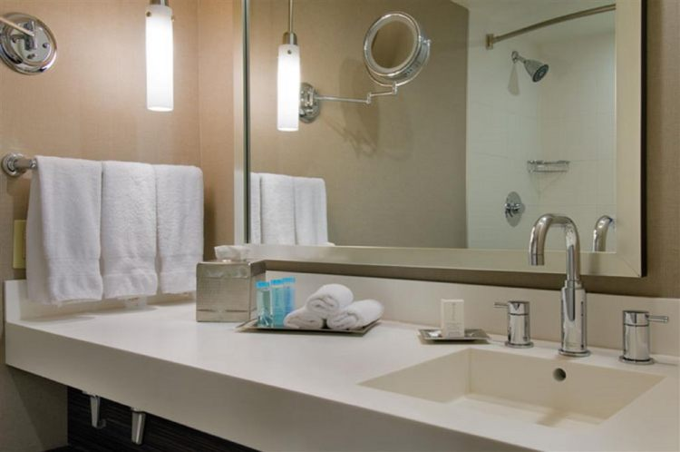 Hilton Toronto Airport Hotel & Suites, ON L4V 1N1 near Toronto Pearson International Airport View Point 16
