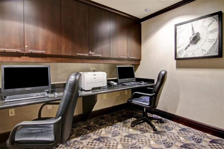Hampton Inn Toronto Airport Corporate Centre Hotel, ON M9C 5K5 near Toronto Pearson International Airport View Point 37