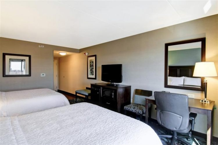 Hampton Inn Toronto Airport Corporate Centre Hotel, ON M9C 5K5 near Toronto Pearson International Airport View Point 5