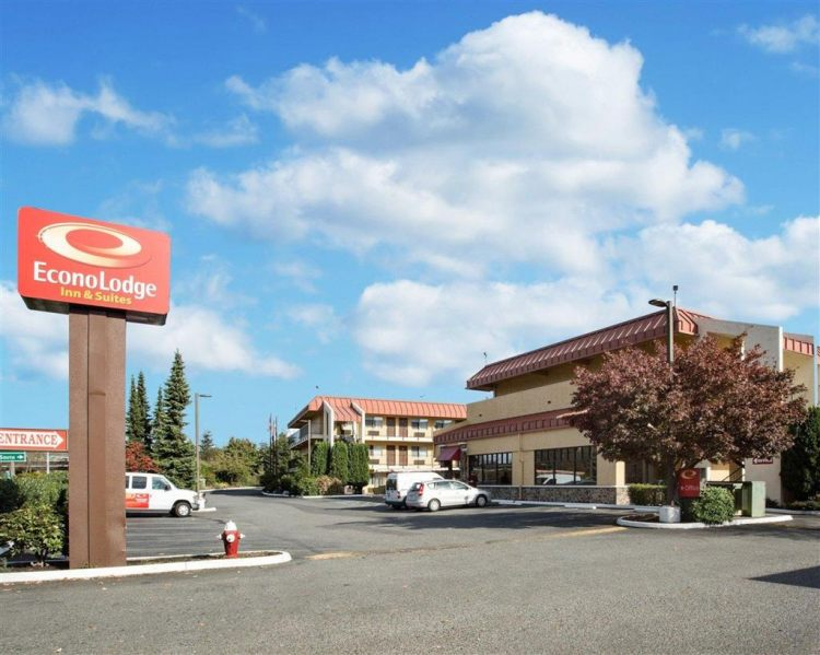 Econo Lodge Inn & Suites Hotel in Bellingham, WA 98225 near Bellingham International Airport View Point 24