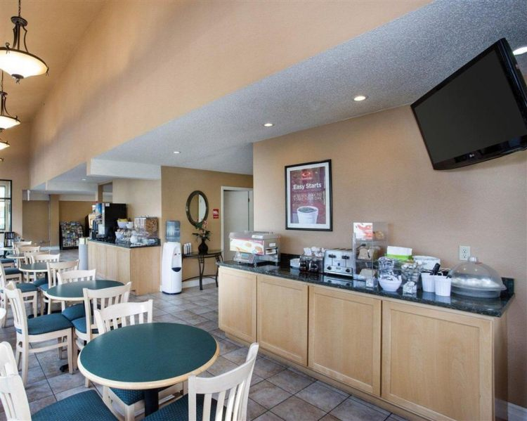Econo Lodge Inn & Suites Hotel in Bellingham, WA 98225 near Bellingham International Airport View Point 17