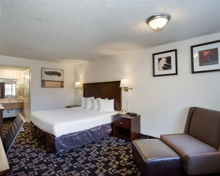 Econo Lodge Inn & Suites Hotel in Bellingham, WA 98225 near Bellingham International Airport View Point 14
