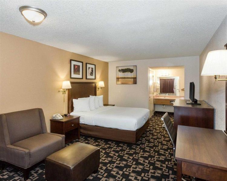 Econo Lodge Inn & Suites Hotel in Bellingham, WA 98225 near Bellingham International Airport View Point 13