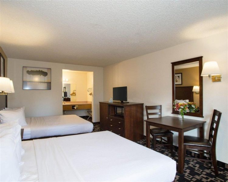 Econo Lodge Inn & Suites Hotel in Bellingham, WA 98225 near Bellingham International Airport View Point 12