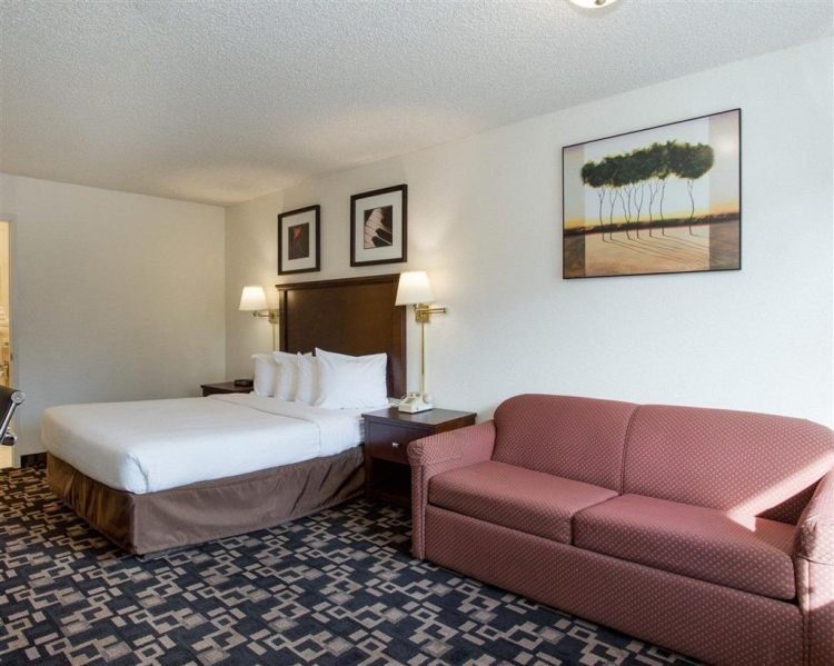 Econo Lodge Inn & Suites Hotel in Bellingham, WA 98225 near Bellingham International Airport View Point 6