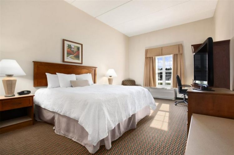 Hampton Inn & Suites Providence/Warwick-Airport, RI 02886 near Theodore Francis Green State Airport View Point 23