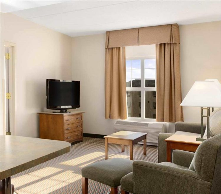 Hampton Inn & Suites Providence/Warwick-Airport, RI 02886 near Theodore Francis Green State Airport View Point 5