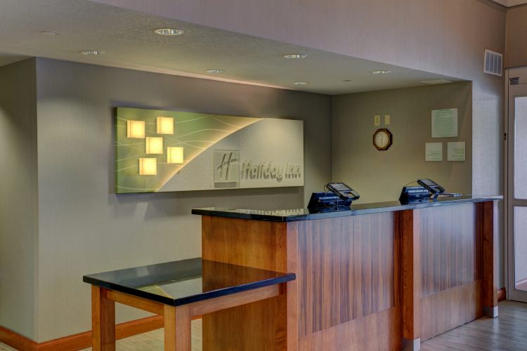 Holiday Inn Hotel & Suites Milwaukee Airport Hotel, WI 53207 near General Mitchell International Airport View Point 11