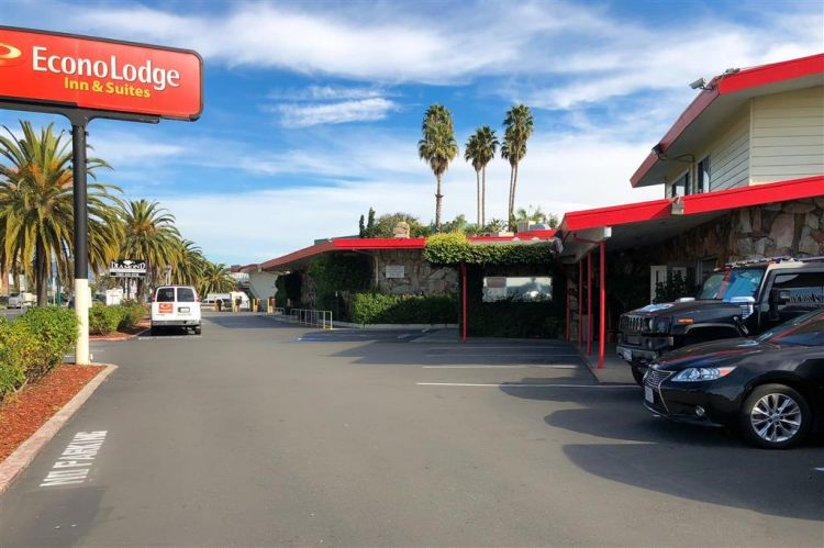 Econo Lodge Inn & Suites Oakland Airport, CA 94621 near Oakland International Airport View Point 5