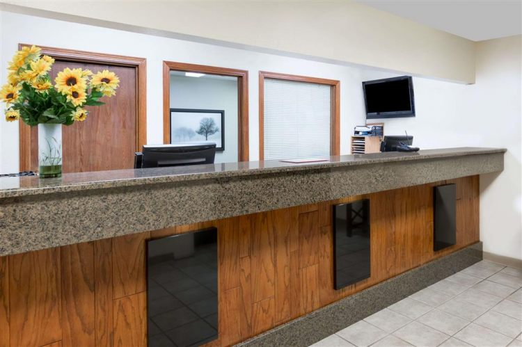 Days Inn & Suites by Wyndham Des Moines Airport, IA 50315 near Des Moines International Airport View Point 14