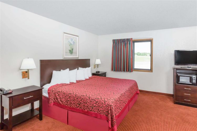 Days Inn & Suites by Wyndham Des Moines Airport, IA 50315 near Des Moines International Airport View Point 8