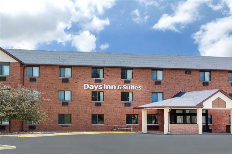 Days Inn & Suites by Wyndham Des Moines Airport, IA 50315
