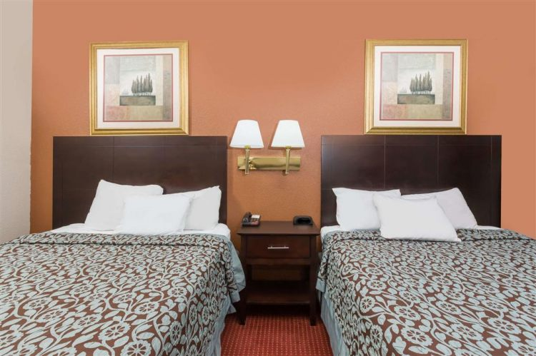 Days Inn & Suites by Wyndham Des Moines Airport, IA 50315 near Des Moines International Airport View Point 5
