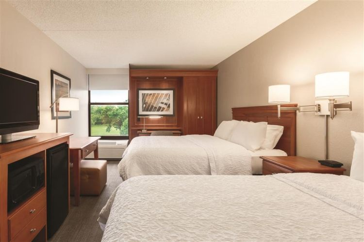 Hampton Inn Des Moines-Airport, IA 50321 near Des Moines International Airport View Point 4