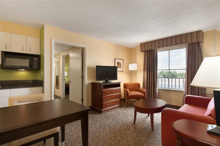 Hampton Inn & Suites Ft. Lauderdale Airport/South Cruise Port, FL 33020 near Fort Lauderdale-hollywood International Airport View Point 14
