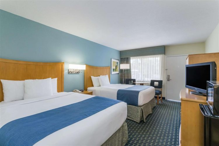 Days Inn by Wyndham Cocoa Beach Port Canaveral, FL 32931 near Melbourne International Airport View Point 8