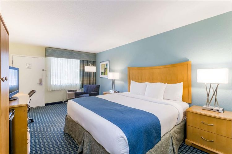 Days Inn by Wyndham Cocoa Beach Port Canaveral, FL 32931 near Melbourne International Airport View Point 6