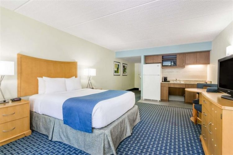 Days Inn by Wyndham Cocoa Beach Port Canaveral, FL 32931 near Melbourne International Airport View Point 4