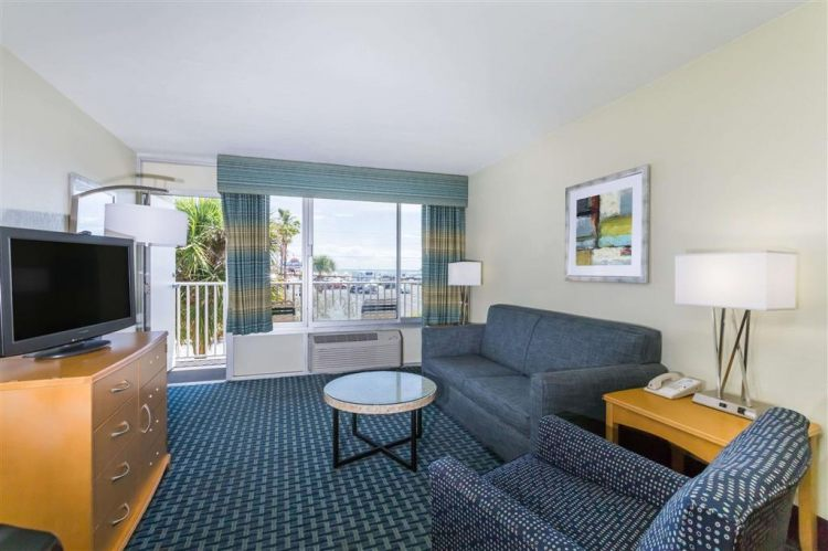 Days Inn by Wyndham Cocoa Beach Port Canaveral, FL 32931 near Melbourne International Airport View Point 3