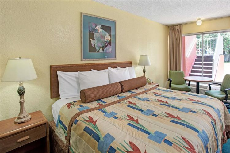 Days Inn by Wyndham Cocoa Cruiseport West At I-95/524, FL 329262426 near Orlando International Airport View Point 4