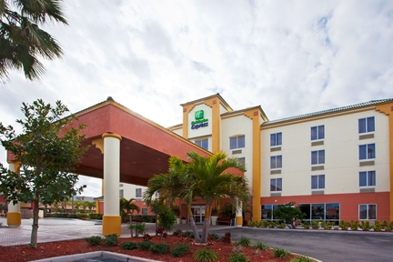 Holiday Inn Express & Suites Cocoa Beach, FL 32931