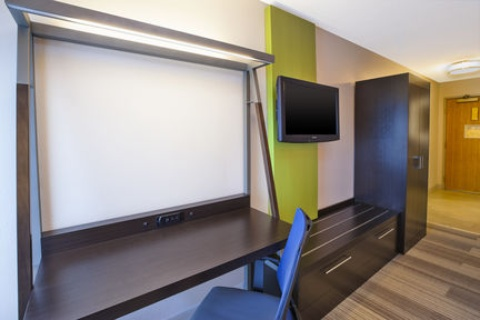 Holiday Inn Express & Suites Chicago-Midway Airport, IL 60638 near Midway International Airport View Point 14
