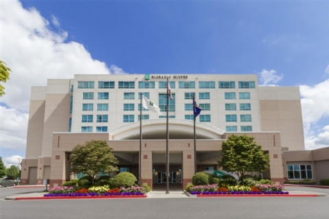 Embassy Suites by Hilton Portland Airport, OR 97220 near Portland International Airport View Point 1