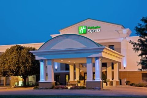 Holiday Inn Express Indianapolis Airport, IN 46168 near Indianapolis International Airport View Point 1