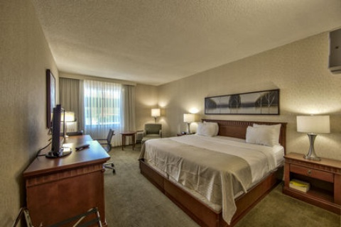 Holiday Inn Montreal Airport, QC H4T1E3 near Montreal-Pierre Elliott Trudeau Int. Airport View Point 12