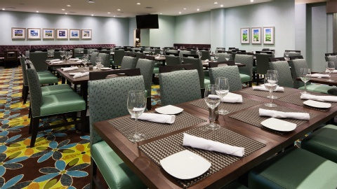 Holiday Inn Hotel & Suites Pointe-Claire Montreal Airport, QC H9R1C2 near Montreal-Pierre Elliott Trudeau Int. Airport View Point 14