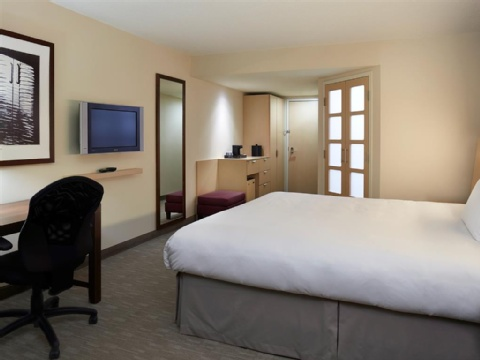 Hotel Novotel Montreal Aeroport, QC H4S 2G1 near Montreal-Pierre Elliott Trudeau Int. Airport View Point 11