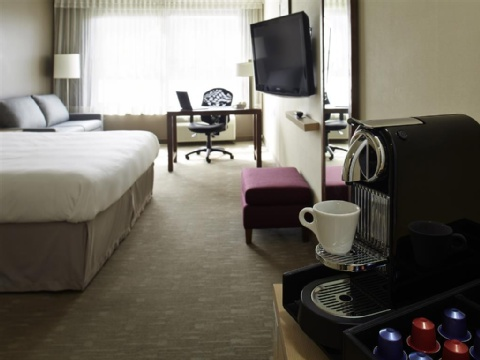 Hotel Novotel Montreal Aeroport, QC H4S 2G1 near Montreal-Pierre Elliott Trudeau Int. Airport View Point 5