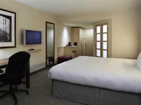 Hotel Novotel Montreal Aeroport, QC H4S 2G1 near Montreal-Pierre Elliott Trudeau Int. Airport View Point 3