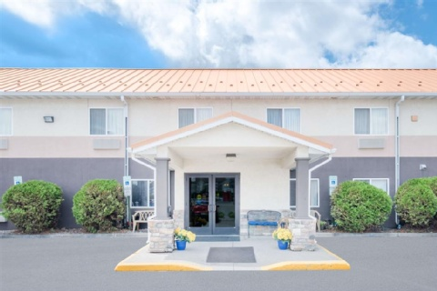 Days Inn & Suites by Wyndham Fargo 19th Ave/Airport Dome, ND 58102 near Hector International Airport View Point 1