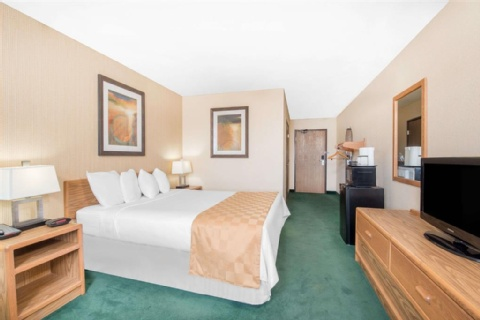 Days Inn & Suites by Wyndham Fargo 19th Ave/Airport Dome, ND 58102 near Hector International Airport View Point 7