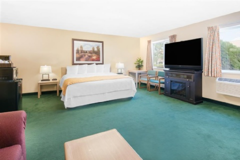 Days Inn & Suites by Wyndham Fargo 19th Ave/Airport Dome, ND 58102 near Hector International Airport View Point 3