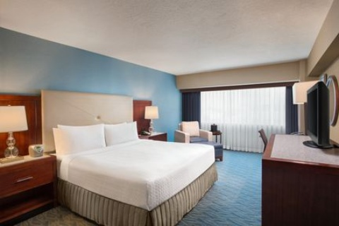 Crowne Plaza Los Angeles Harbor Hotel, CA 90731 near Long Beach Airport View Point 4