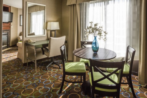 Holiday Inn Express & Suites Manchester-Airport, NH 03103 near Manchester-boston Regional Airport View Point 8