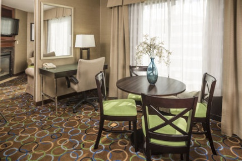 Holiday Inn Express & Suites Manchester-Airport, NH 03103 near Manchester-boston Regional Airport View Point 4