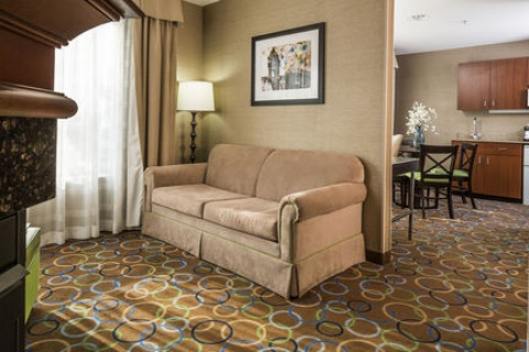 Holiday Inn Express & Suites Manchester-Airport, NH 03103 near Manchester-boston Regional Airport View Point 2