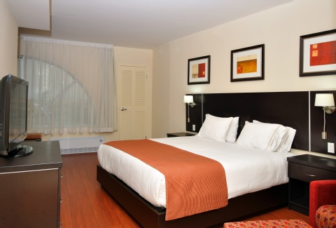 Holiday Inn Express & Suites Montreal Airport, QC H8T 1A6 near Montreal-Pierre Elliott Trudeau Int. Airport View Point 7