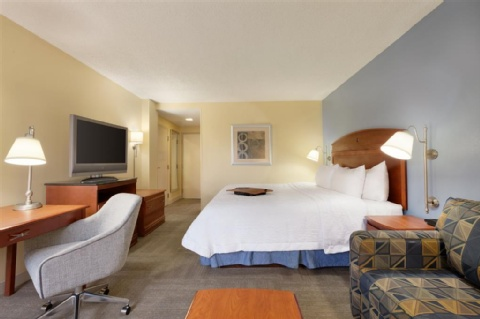 HAMPTON INN MIAMI AIRPORT WEST, FL 33166 near Miami International Airport View Point 5