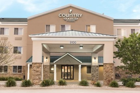 Country Inn & Suites by Radisson, Cedar Rapids Airport, IA 52404 near The Eastern Iowa Airport View Point 1