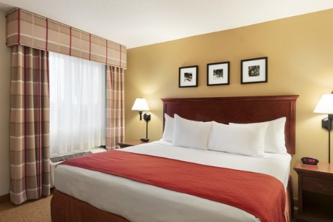 Country Inn & Suites by Radisson, Cedar Rapids Airport, IA 52404 near The Eastern Iowa Airport View Point 4