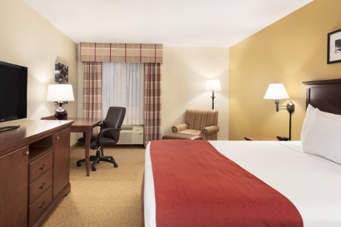 Country Inn & Suites by Radisson, Cedar Rapids Airport, IA 52404 near The Eastern Iowa Airport View Point 2