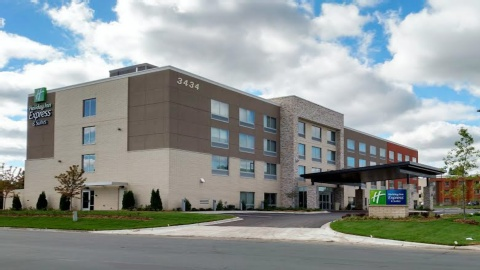 Holiday Inn Express & Suites Eagan, MN 55122 near Minneapolis-saint Paul International Airport (wold-chamberlain Field) View Point 1