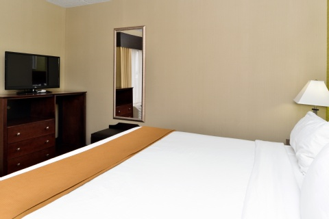 Holiday Inn Express Hotel & Suites Indianapolis , IN 46224 near Indianapolis International Airport View Point 2