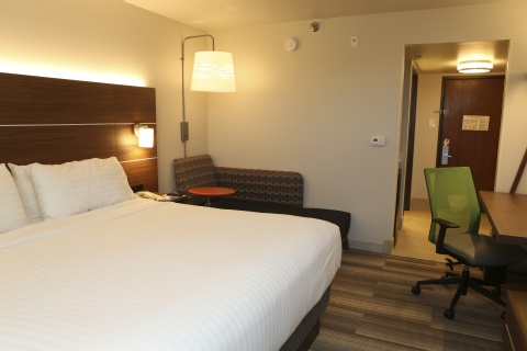 Holiday Inn Express & Suites Phoenix Airport, AZ 85034 near Sky Harbor International Airport View Point 4